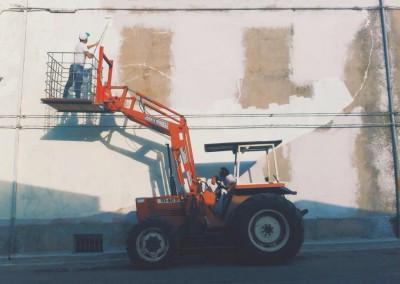 Tellas-inizia-a-dipingere-edificio-ex-caseificio